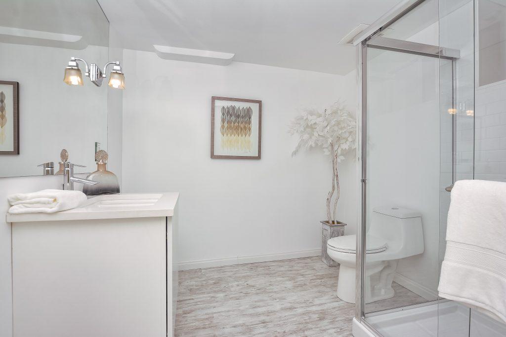 021_2nd Bathroom