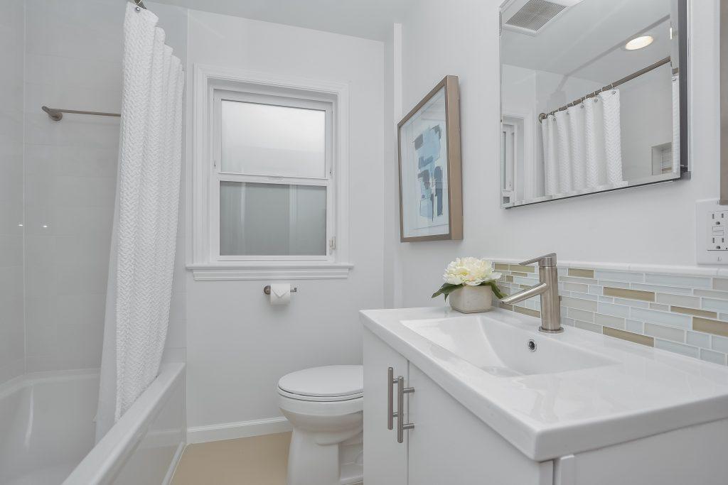 022_4th Bathroom